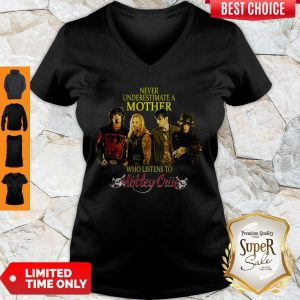 Hot Never Underestimate A Mother Who Listens To Motley Crue V-neck