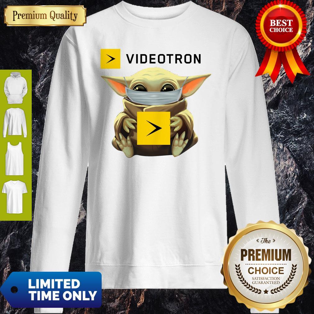 Star Wars Baby Yoda Hug Videotron Mask Covid 19 T-Sweatshirt