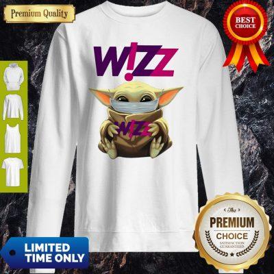 Star Wars Baby Yoda Hug Wizz Air Mask Covid 19 T-Sweatshirt