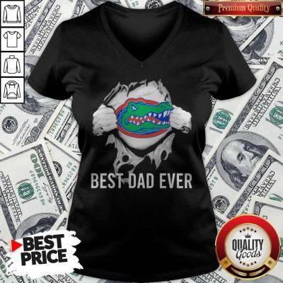 Awesome Blood Inside Me Florida Gators Football Best Dad Ever V-neck