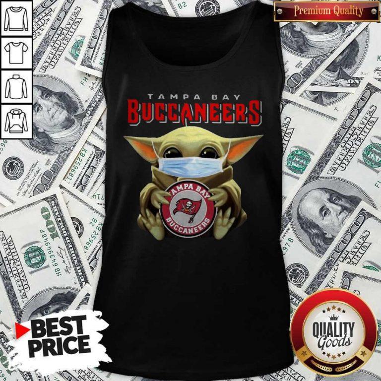 Top Baby Yoda Hug Tampa Bay Buccaneers Tank Top
