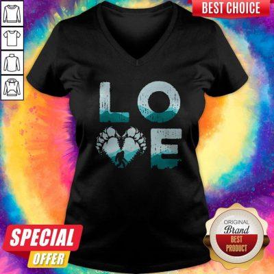 Top Love Bigfoot Mountain V-neck