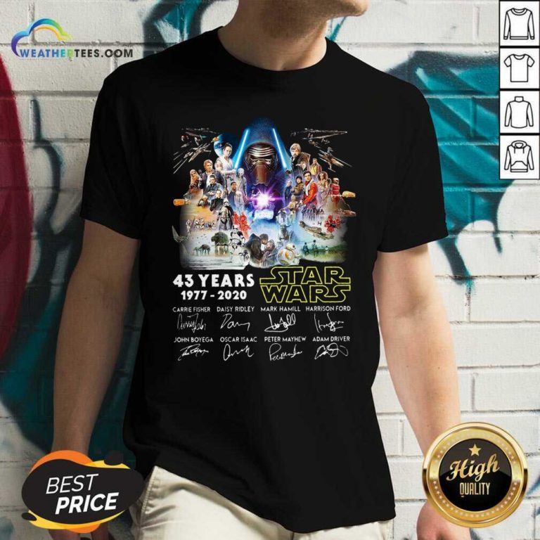 43 Years Star Wars 1977 2020 Signatures V-neck - Design By Weathertees.com