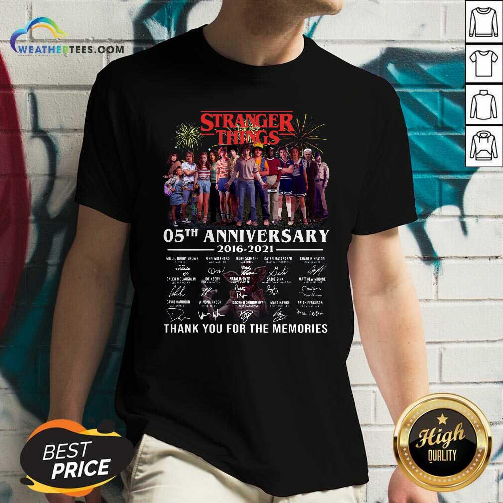 Stranger Things 05th Anniversary 2016 2021 Thank You For The Memories Signatures V-neck - Design By Weathertees.com